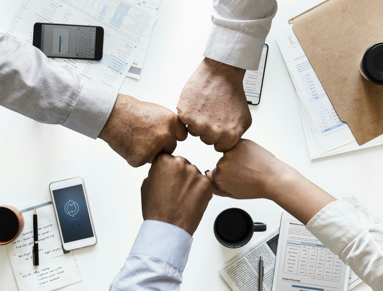 4 façons de soutenir vos collègues noirs
