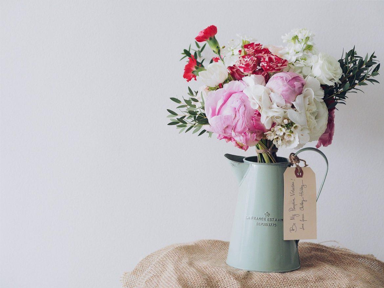 Faire entrer le printemps avec une composition florale romantique